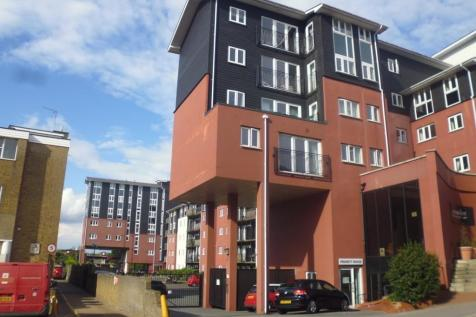 Lower Southend Road, Wickford, Essex, SS11. 3 bedroom apartment