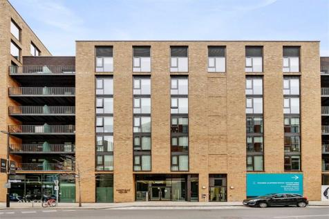3 bedroom property in Royal Wharf. 3 bedroom property