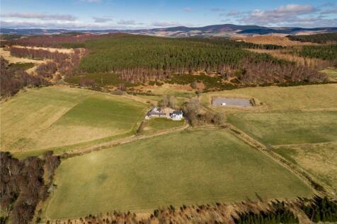Wreaton Farm, Aboyne, Aberdeenshire, AB34. 4 bedroom equestrian facility for sale
