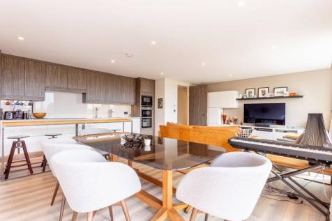 Paddenswick Road, London,, Ravenscourt Park, London, W6. 3 bedroom flat