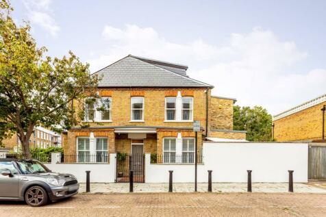 Clifton Avenue, Shepherd's Bush, London, W12. 4 bedroom house for sale