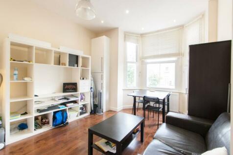 Shepherds Bush Road, Brook Green, London, W6. 2 bedroom flat