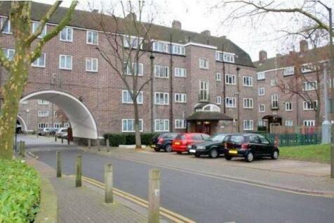 St. John's Drive, Wandsworth, SW18 4UN. 3 bedroom flat