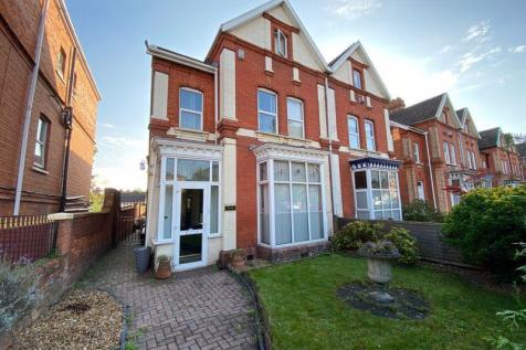 Taunton Road, Bridgwater - with large garage. 6 bedroom semi-detached house for sale