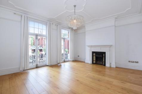 Finchley Road West Hampstead NW3. 4 bedroom flat