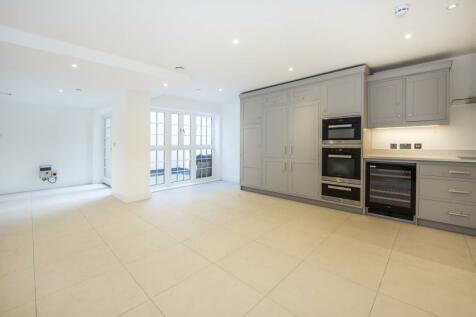 Upper Richmond Road Roehampton SW15. 6 bedroom town house