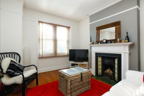 Sheen Road Richmond TW10. 1 bedroom flat