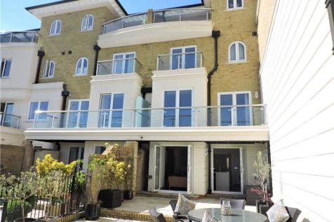 Hamilton Quay, Sovereign Harbour North, Eastbourne. 4 bedroom house