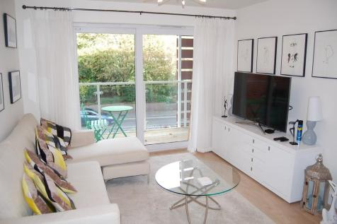 25, Central Park, 8 Branksome Wood Road. 2 bedroom apartment for sale