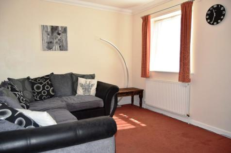10 The Mazion, Ringwood Road. 1 bedroom ground floor flat
