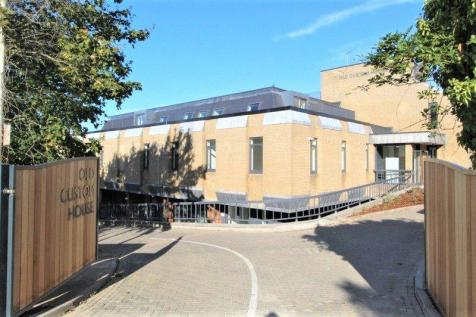 Old Custom House, Main Road, Harwich, Essex, CO12. 2 bedroom apartment