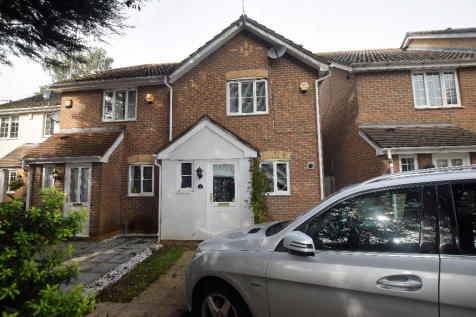 Woodford Green, Essex, IG8. 2 bedroom semi-detached house