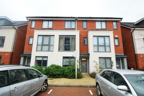 Drake Way, Reading, Berkshire, RG2. 3 bedroom semi-detached house