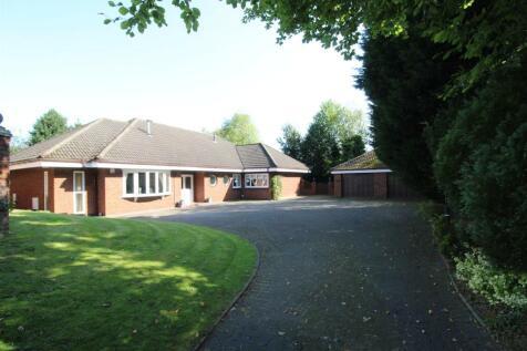 Penbury Road, Whitley, Wigan.. 4 bedroom detached bungalow