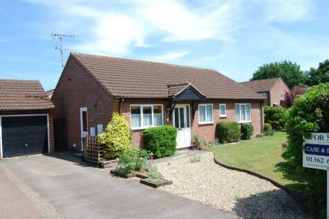 Hillfields, Dereham, Norfolk, NR19 1UE. 3 bedroom detached bungalow for sale