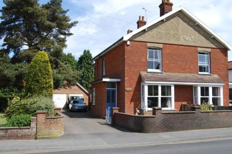 Kings Road, Dereham, Norfolk, NR19. 3 bedroom semi-detached house for sale