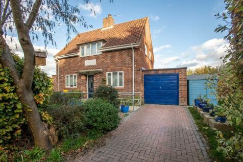 Moorgate Road, Dereham, Norfolk, NR19 1NX. 3 bedroom detached house for sale