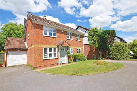 Lamplighters Close, Hempstead, Gillingham. 4 bedroom detached house