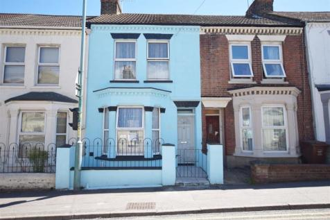 Richmond Road, Gillingham, ME7. 2 bedroom terraced house
