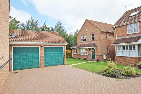 Clover Lay, Rainham, Gillingham. 5 bedroom detached house