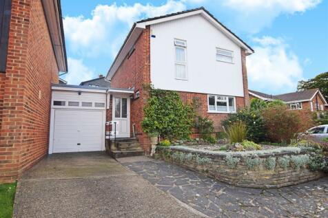 Holtwood Close, Rainham, Parkwood. 3 bedroom link detached house