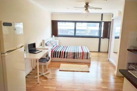 Marlowes, Hemel Hempstead. Studio flat