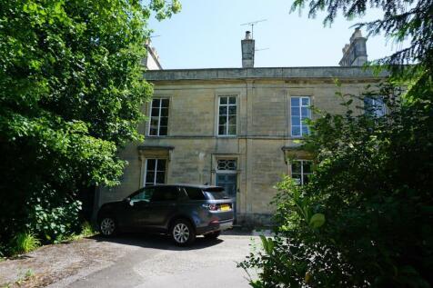 Trowbridge. 4 bedroom end of terrace house