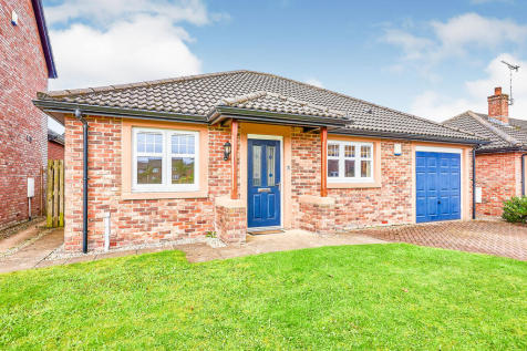 Carlyle Place, Dumfries, Dumfries and Galloway, DG1. 2 bedroom bungalow for sale