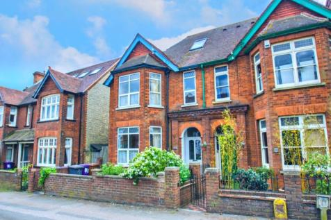 Fishponds Road, Hitchin, Hertfordshire, SG5. 6 bedroom semi-detached house
