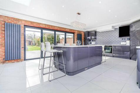 Grace Avenue, Bexleyheath, DA7. 5 bedroom semi-detached house for sale