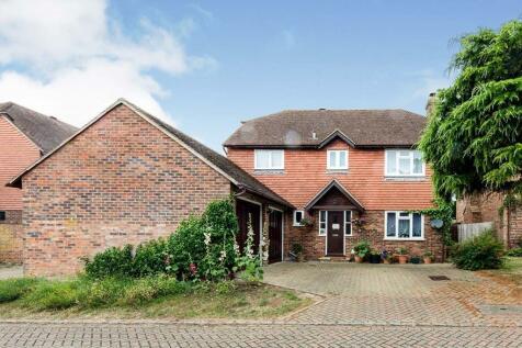 Newing Close, Littlebourne, Canterbury, Kent, CT3. 4 bedroom detached house