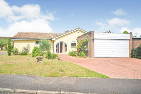 Oaks Park, Rough Common, Canterbury, Kent, CT2. 4 bedroom bungalow