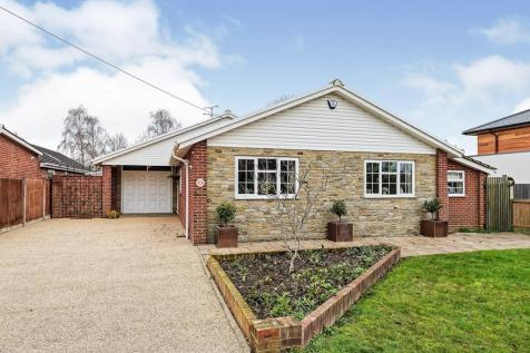Plantation Road, Chestfield, Whitstable, Kent, CT5. 4 bedroom bungalow for sale