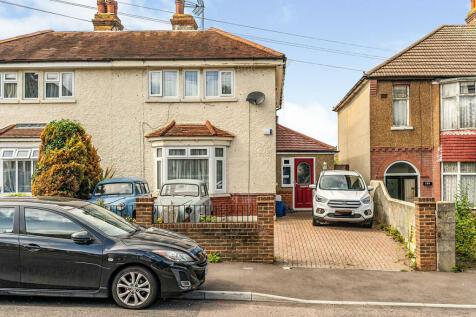 First Avenue, Gillingham, Kent, ME7. 3 bedroom semi-detached house