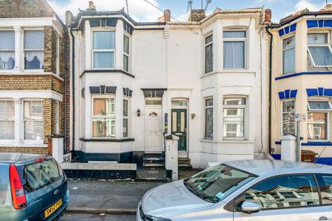 Linden Road, Gillingham, Kent, ME7. 3 bedroom terraced house