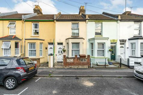 King Edward Road, Gillingham, Kent, ME7. 2 bedroom terraced house