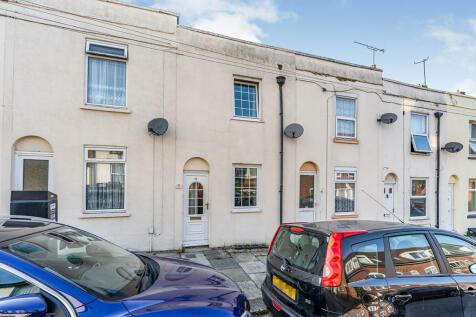 Saxton Street, Gillingham, Kent, ME7. 2 bedroom terraced house