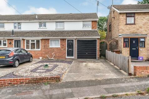 Moor Park Close, Rainham, Kent, ME8. 3 bedroom semi-detached house