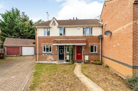 Shorefields, Rainham, Kent, ME8. 2 bedroom terraced house