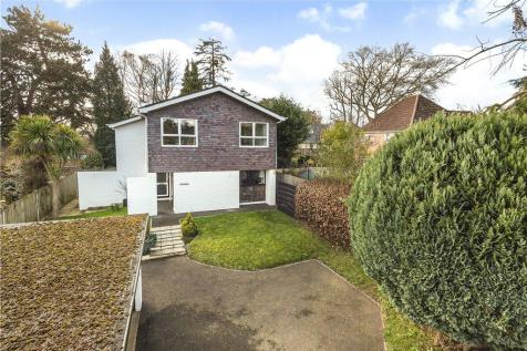 The Crescent, Romsey, Hampshire. 4 bedroom detached house
