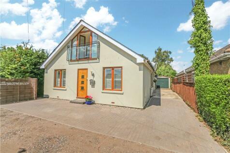 The Prophets, Newtown Road, Awbridge, Romsey. 3 bedroom detached bungalow