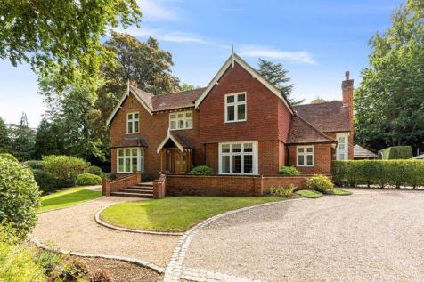 LEATHERHEAD KT22. 4 bedroom detached house for sale