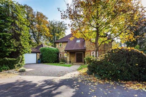 SOUTH LEATHERHEAD - 'Superb Annexe'. 5 bedroom detached house for sale