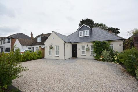 Great Nelmes Chase, Emerson Park, Hornchurch, London, RM11. 3 bedroom chalet for sale