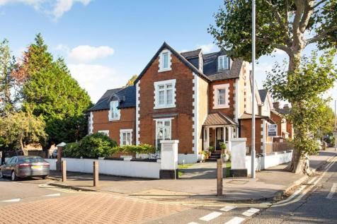 Flat The Gables, Fasset Road, KT1. 2 bedroom apartment