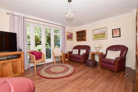 Batchelor Crescent, Crowborough, East Sussex. 4 bedroom town house for sale