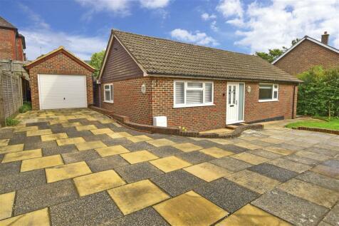 Park Crescent, Crowborough, East Sussex. 3 bedroom detached bungalow for sale