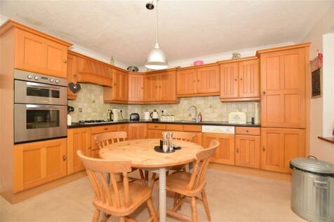 Hilders Farm Close, Crowborough, East Sussex. 4 bedroom detached house for sale