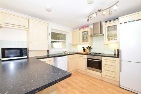 Godstone Road, Whyteleafe, Surrey. 2 bedroom flat