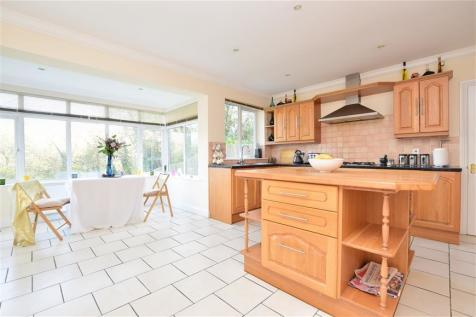 Tillingdown Hill, Caterham, Surrey. 4 bedroom detached house